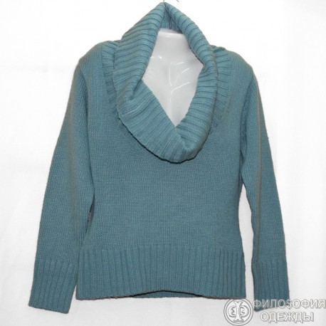 Красивый свитер с модным воротником