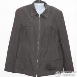 Легкая куртка защитного цвета, слегка приталенная