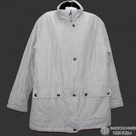 Светлая удобная красивая куртка р.60-62