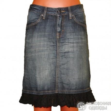 Джинсовая юбка с отделкой красивым кружевом